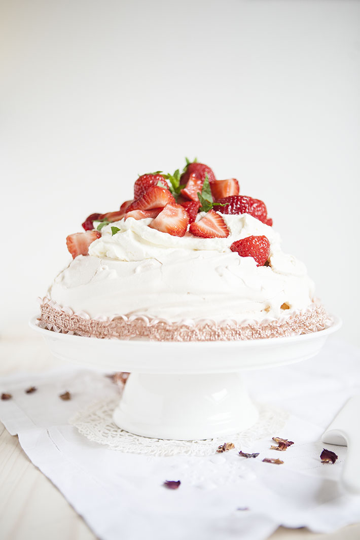 strawberry & rhubarb pavlova